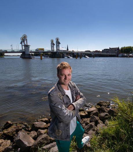 Hoe deze 'simpele boer uit Kampen' met Bram Krikke de radiowereld verovert: 'Moest wel wennen aan hem'