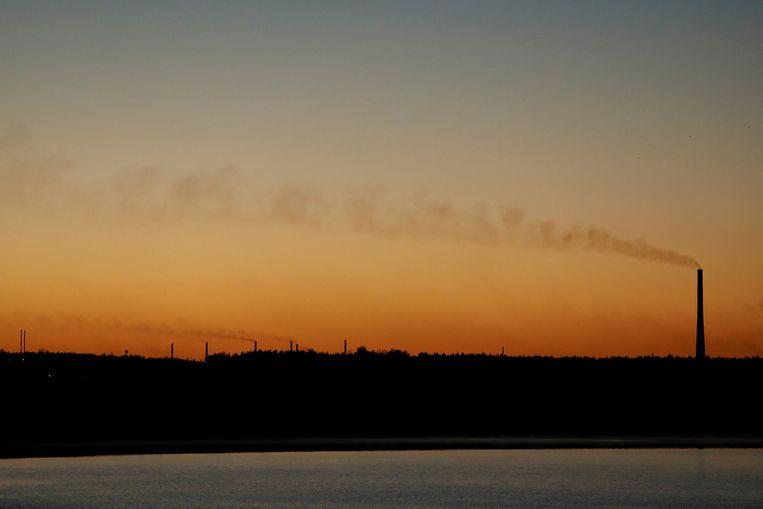 De schoorstenen van Katowice Steelworks in het Poolse Dabrova Gornicza, een zwaar vervuilde stad. Beeld REUTERS