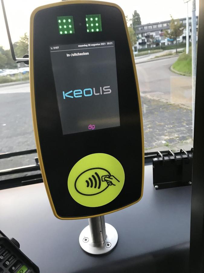 Keolis heeft alle elektrische bussen van RRReis voorzien van een speciale sticker voor mensen met een visuele beperking.