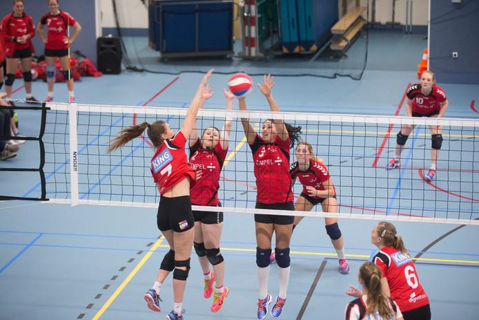 De volleybalvrouwen van Zimpel/VCV hebben een 3-2 nederlaag geleden. Archieffoto Herman Stover