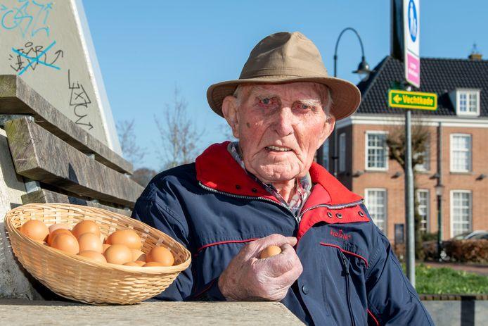 Gerard Martens is de man van het eiertikken in Ommen. Een traditie die zijn overgrootvader ooit in Ommen introduceerde.