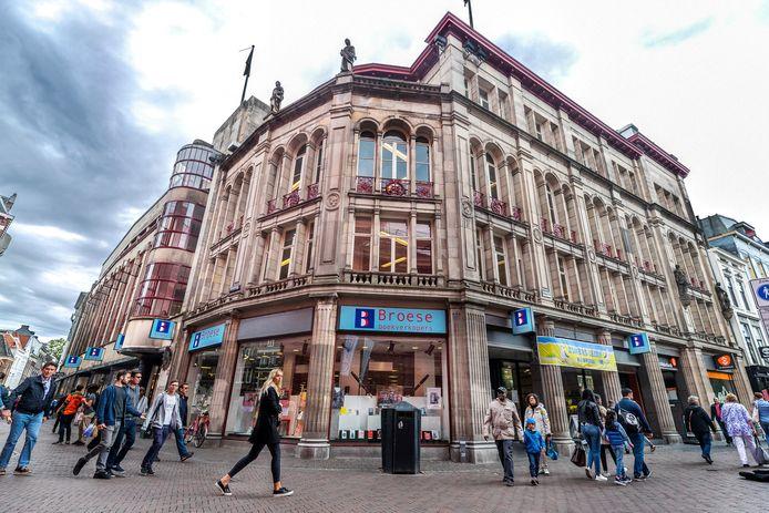 Boekhandel Broese verliet ruim een jaar geleden het monumentale pand aan de Stadhuisbrug.