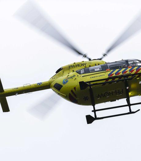 Man valt van de trap in parkeergarage Katwijk, traumahelikopter landt midden op boulevard