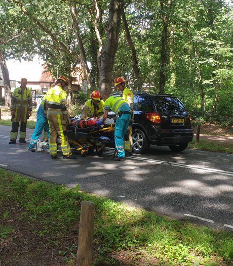 Auto botst op stilstaande voorligger: bestuurster gewond naar ziekenhuis