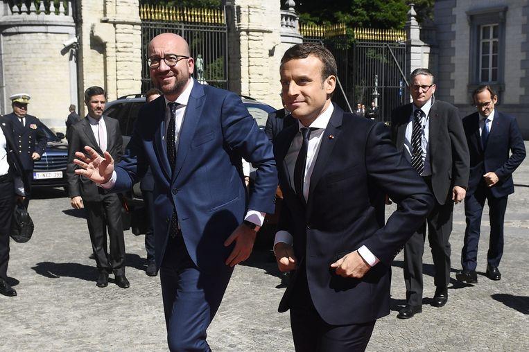 Premier Michel en Frans president Emmanuel Macron aan het Egmontpaleis. Beeld BELGA