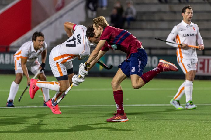 Teun Beins (17) in actie voor Oranje-Rood tegen Klein Zwitserland.