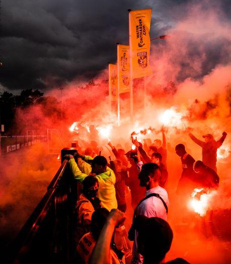 Vitessefans feestend richting Europa: spelers onthaald met vuurwerk, fakkels en gezang