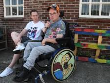 Dikke hit op TikTok: Camiel kletst met zijn gehandicapte broer Jordy over frikandellen en het leven
