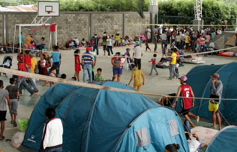 In het Colombiaanse  grensdorp  Arauquita, is een immigratie-centrum ingericht om Venezolanen op te vangen.   Beeld EPA
