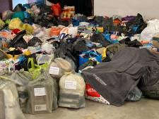 Bergen kleding en speelgoed voor gedupeerden van grote brand in Haagse Schilderswijk