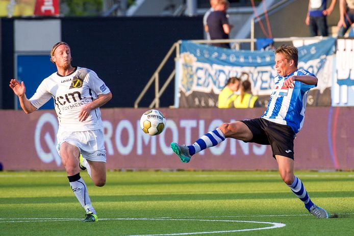 Ronnie Stam hekelt na het 2-1-verlies  bij FC Eindhoven het amateuristische verdedigen van NAC