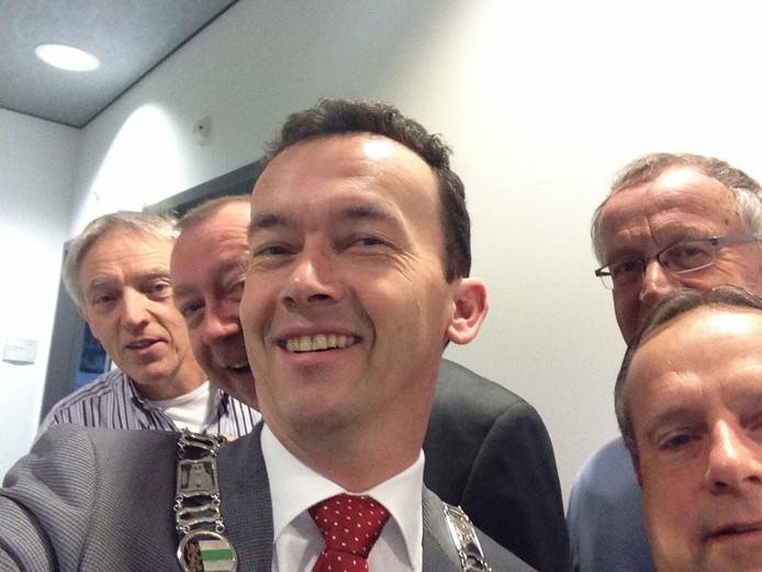 Het college van Druten maakte tijdens zijn laatste vergadering voor de verkiezingen een 'selfie'. FOTOBRONfoto Luciën van Riswijk