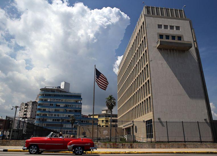 De Amerikaanse ambassade in de Cubaanse hoofdstad Havana, waar medewerkers in 2017 melding maakten van rare geluiden, misselijkheid en hoofdpijn.  Beeld EPA