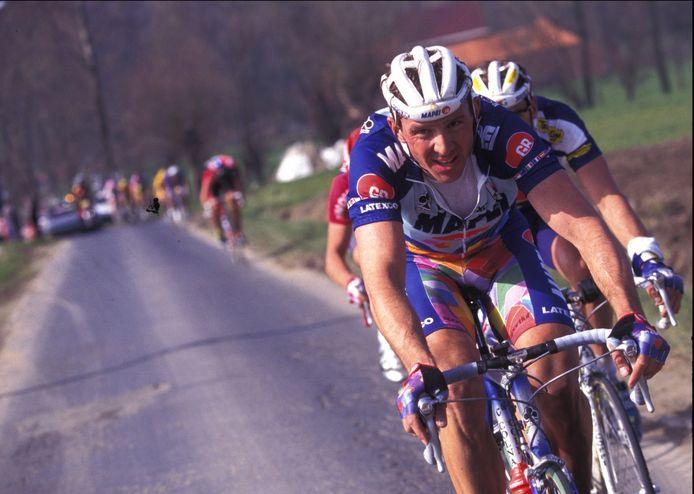 Johan Museeuw in actie tijdens de Ronde van Vlaanderen van 1995.