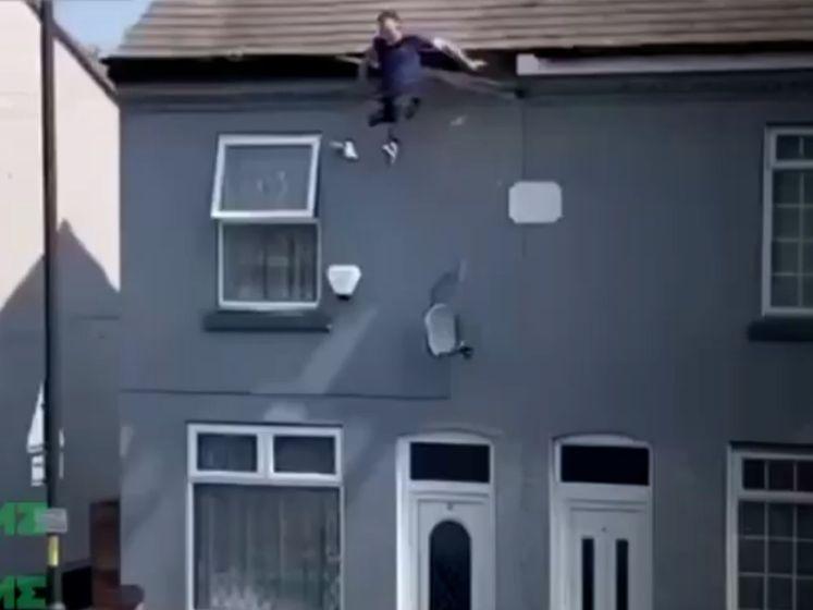 Verdachte overleeft val van dak na ontsnappingspoging