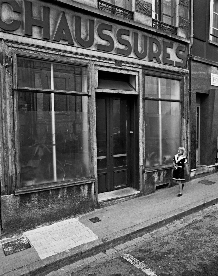 Stephan Vanfleteren, 'Chaussures, Duinkerke, Frankrijk, 1990'.  Beeld Stephan Vanfleteren
