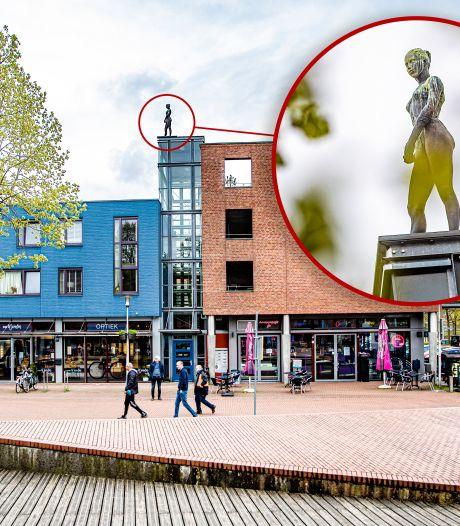 Discussie om beeld op dak in Apeldoorn na zelfdoding van Justin (19): 'Verplaats het naar beneden'