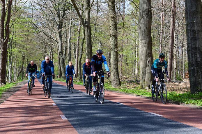 De organisatie van de Omloop van Staverden verkent het parcours alvast.