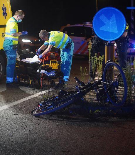 Fietsster met spoed naar het ziekenhuis na botsing met wagen in Dongen