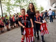 PSV-fandag: 'Vanaf de dag van geboorte zijn Thijs en Roel lid van de Phoxy Club'