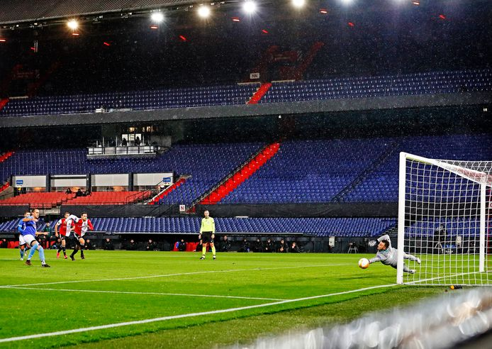 Een van de twee strafschoppen bij Feyenoord - Wolfsberger AC.