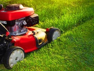 Laat het gras maar groeien... Dieven stelen grasmachine in Hasselt