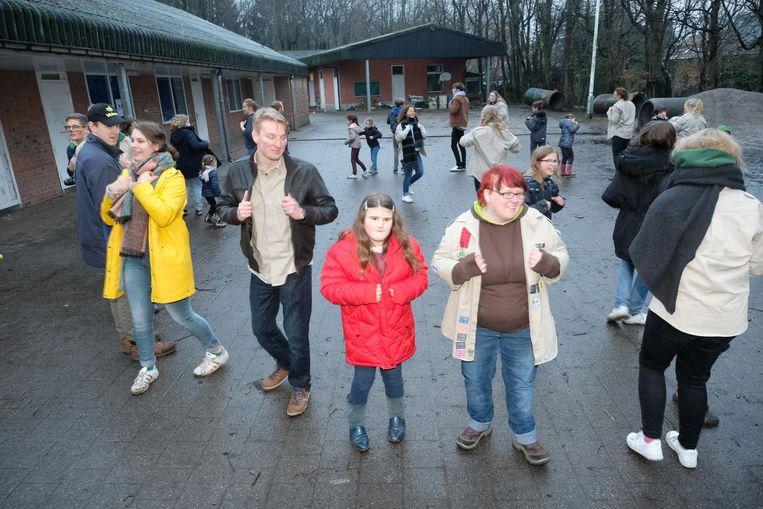 De jongeren namen op de eerste bijeenkomst meteen deel aan spelletjes.