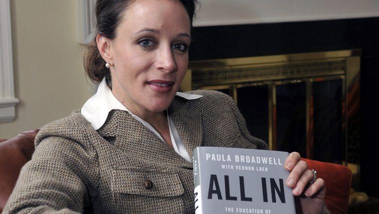 Broadwell, de biografe en minares van Petraeus met de biografie 'All In'. Beeld ap