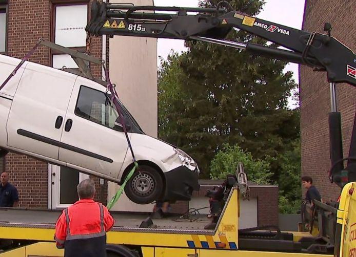 Het busje dat is gebruikt bij de dodelijke aanrijding op Pinkpop duikt op in Heerlen.