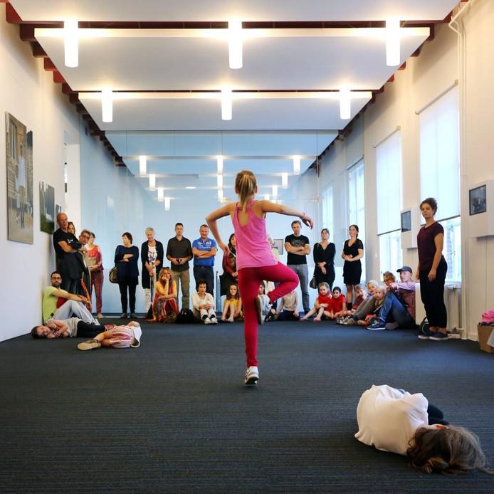 En Plein Public streek neer bij het Breda's Museum. De resultaten van de Nieuwe Veste-workshops 'Beeldend', 'Theater' en 'Dans' (foto) waren te zien in het museum. foto Ramon Mangold/ Pix4Profs