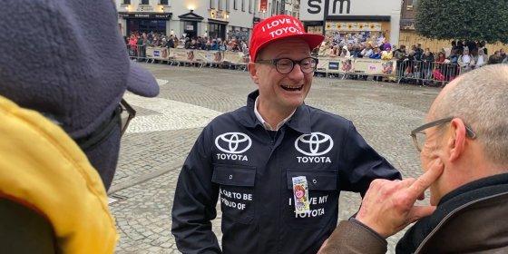 Ben Weyts komt naar Aalst Carnaval als Toyota-garagist