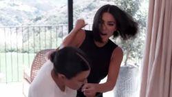 Kim & Kourtney Kardashian gaan op de vuist in nieuw seizoen 'Keeping Up With The Kardashians'