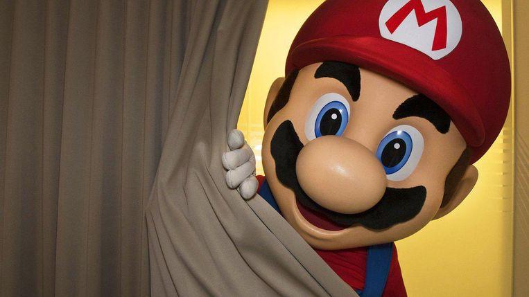 Zo werd de nieuwe spelcomputer op de website van Nintendo aangekondigd :met Super Mario die vanachter een doek tevoorschijn komt.  Beeld Nintendo