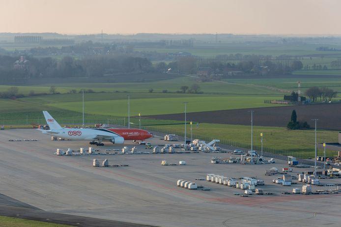 Een toestel van TNT op Liege Airport. FedEx nam de concurrent over in 2016.