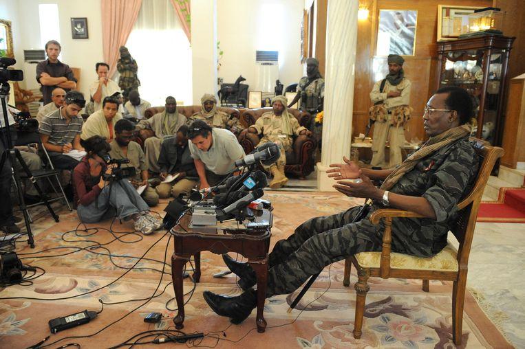 President Idriss Deby geeft in 2008 een persconferentie.  Beeld AFP