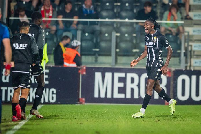 Kayembe viert de 0-3.