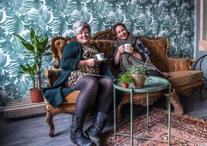 Eigenaresse Wilke (links) en mede-eigenaar Meino gaan binnenkort open aan het Meerminneplein in Zwolle.