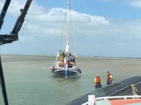 KNRM blaast reddingsactie af: zeilboot is met opzet vastgelopen