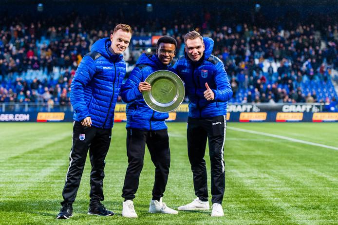 Het PEC Zwolle E-sports team van Soccer Eredivisie seizoen 2019-2020, bestaande uit Tony Kok, Jonas Ghebrehiwot and Stefan Vellinga ontvangt honeurs tijdens de rust tijdens de eredivisie wedstrijd tegen Feyenoord.