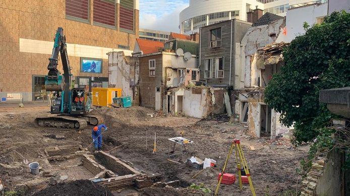 Archeologen van de gemeente Den Haag hebben achter het Spui restanten gevonden van een 17de-eeuwse rosmolen