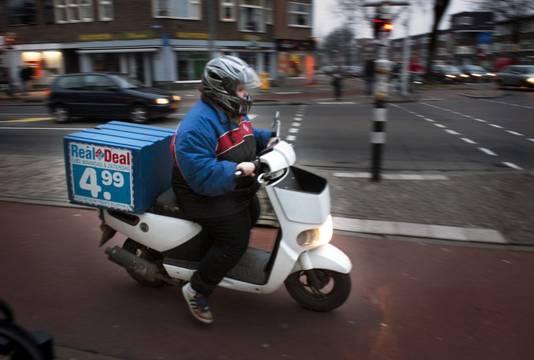 'Grote bezorgdiensten zouden met elektrische scooters moeten gaan rijden', aldus Floris le Conge Kleyn.