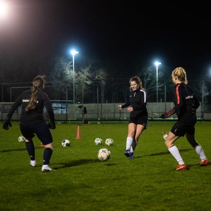 In Klundert mag het team van dames 1 het veld weer op.