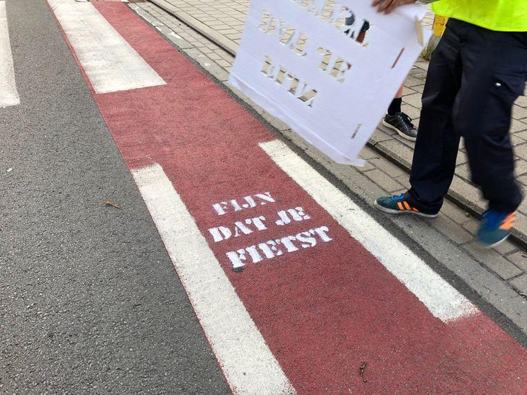 Fietsers in Tielt werden op de eerste schooldag verrast door nieuwe wegmarkeringen.