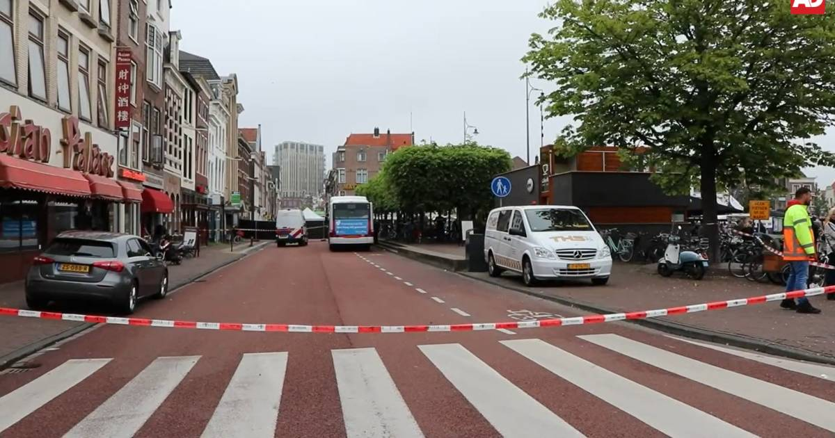 Kind overleden na aanrijding met bus in Leiden: 'Het was dramatisch op het plein'.