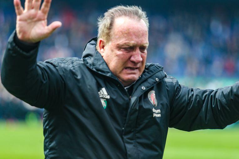 Dick Advocaat in tranen na de gewonnen wedstrijd van zijn ploeg Feyenoord tegen FC Utrecht, de laatste van zijn carrière. Beeld Pro Shots / Mischa Keemink