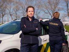 Mart Visser doet douaniers van kleur verschieten: 'Blauwe uniform zorgt voor stoere uitstraling'