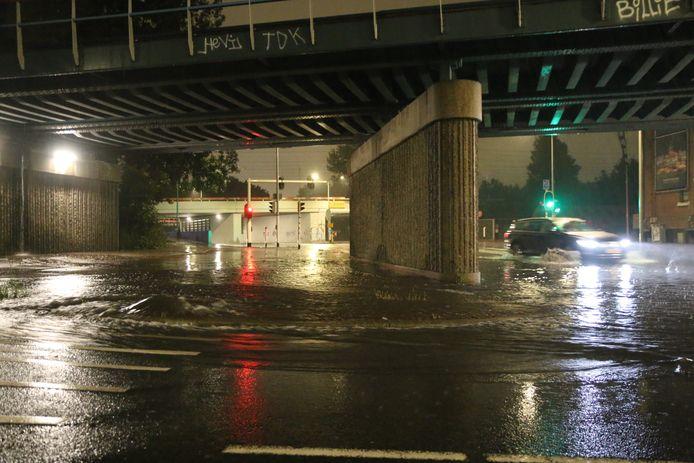 De tunnel aan de Binckhorstlaan na de regenval vannacht.