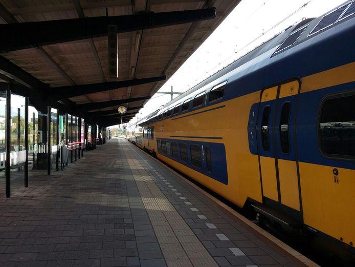Een trein op het station in Goes.