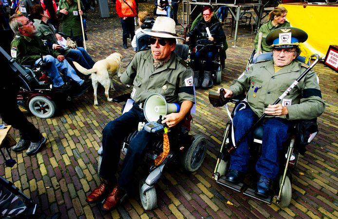 Gehandicapten demonstreren in 2011 op het Plein in Den Haag tegen de bezuinigingen op het persoonsgebonden budget.