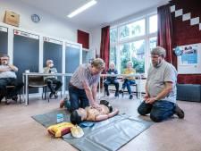 John geeft aed-cursussen in Winterswijk: 'Het geluk dat ik bij mijn hartstilstand had, gun ik iedereen'